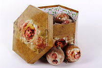 Gömb karácsonyfadísz szett angyalka mintával díszdobozban - 14 db, 7 cm